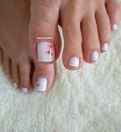 27 Modelos de Unhas com esmalte Branco Uñas Decoradas ? Pretty Toe Nails, Cute Toe Nails, Pretty Toes, Toe Nail Color, Toe Nail Art, Nail Nail, Bridal Nail Art, Summer Toe Nails, Pedicure Nail Art