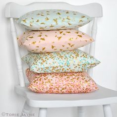 Invisible zip cushion tutorial, so much easier than you would think and gives a lovely clean finish to cushions.