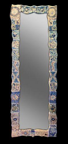 Specchi incantevoli, pezzi unici, creati in ceramica raku, con inserimenti tra i più vari: vetri, bottoni, swarovski, pietre dure, e altro…per incantarsi…ed incantare.www.forgiatoredielementi.it o su FB forgiatore di elementi