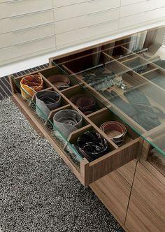 szuflady ze szkłem blaty do przechowywania akcesoriów i łatwo je znaleźć, gdy są potrzebne