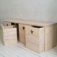 Grote speeltafel met 3 stoeltjes en een bak voor het speelgoed Play Corner, Kids Corner, Baby Bedroom, Kids Bedroom, Palette Deco, Inspiration For Kids, Wood Toys, Kidsroom, Boy Room