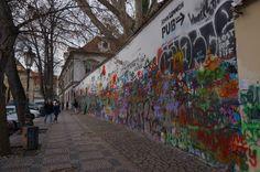 Fotografía: Enrique Guerrero - Muro de John Lenon John Lenon, Mini, Nocturne, Prague, Walks, Castles, Vacations, Warriors, Cities