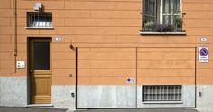 Palazzo Minerva. Portone effetto tromp l'oeil. Zoccolatura in pietra di Luserna e pannellatura superiore in lastre della ditta Sto. Canuto Costruzioni