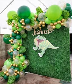 Dinosaur Party Decorations, Balloon Decorations, Birthday Party Decorations, Festa Toy Store, Festa Jurassic Park, Dinosaur Balloons, Dinosaur Birthday Cakes, Safari Theme Party, 3rd Birthday Parties