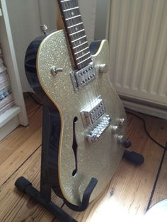 """Gretsch """"Synchromatic"""" Gitarre  nur in einer Studioproduktion benutzt. inkl. Ständer."""