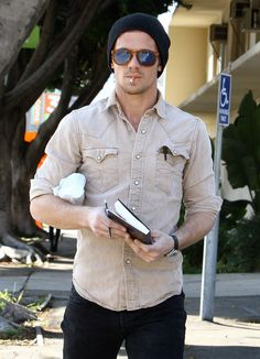 This outfit with some grey or black vans or nike sb Celebrity Dads, Celebrity Style, Where To Watch Movies, Cam Gigandet, Men Store, Black Vans, Sport Man, Best Tv Shows, Gorgeous Men