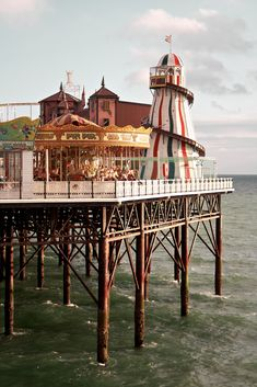 The Brighton Marine Palace and Pier, Brighton, England, United Kingdom, 2010, photograph by Mita Yuu.