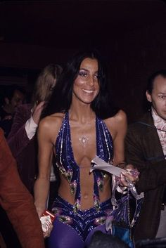 Cher, and it looks like it might be Greg Allman standing behind her. 2000s Fashion, Look Fashion, Fashion Outfits, 1970s Disco Fashion, Stage Outfit, Cher Bono, 70s Aesthetic, Halloween Kostüm, Cher Costume Halloween