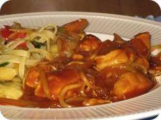 Indische Kip is een lekker recept en bevat de volgende ingrediënten: 2 kipfilets, 2 uien, 1 teentje knoflook, 100 ml water, 2 eetlepels azijn, 4 eetlepels tomatenketchup, 4 eetlepels ketjap manis, 4 eetlepels pindakaas,