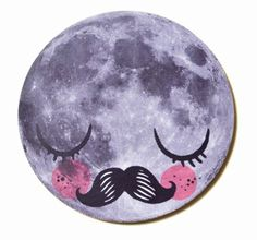 #Trivet Mr. #Moon onderzetter Martin Krüsche from www.kidsdinge.com                            http://instagram.com/kidsdinge          https://www.facebook.com/kidsdinge/ #kidsdinge