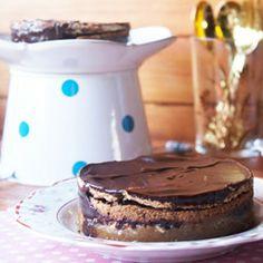 Brownie, merengue e ruibarbo