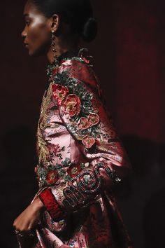 Gucci Spring 2017 Ready-to-Wear Fashion Show - Gucci Spring - Ideas of Gucci Spring. - See detail photos from the Gucci Spring 2017 show at Milan Fashion Week. Fashion Catwalk, Gucci Fashion, Fashion Moda, Fashion 2017, Couture Fashion, Spring Fashion, Fashion Show, Womens Fashion, Milan Fashion