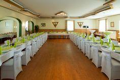 Blick in den geschmückten Saal für eine Hochzeitsfeier im Raum Uelzen