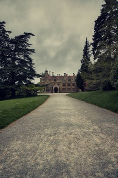 We really love English Manor Houses. English Country Manor, English Manor Houses, Beautiful Buildings, Beautiful Places, Somerset England, North Somerset, Architecture Details, Countryside, Mansions