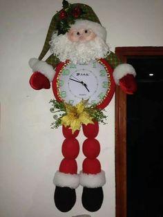 Reloj papa San Gil, Christmas Crafts, Christmas Ornaments, Bb, Holiday Decor, Cute, Papa Noel, Xmas, Tela