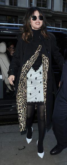 Selena Gomez Photos, Selena Gomez Style, Punk, Window, Image, Fashion, Moda, Pictures Of Selena Gomez, Fashion Styles