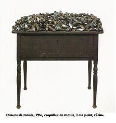 marcel broodthaers: bureau de moules (1966)