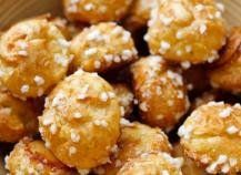 In France, Kids are crazy about chouquettes! They love eat them for the breakfast, but also for a middle afternoon Profiteroles, Eclairs, Cakepops, Chefs, My Favorite Food, Favorite Recipes, Choux Pastry, Love Eat, Beignets