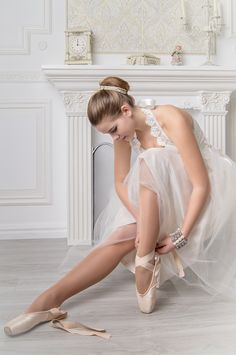 ♀ Putting on a brand new pair of pointe shoes is truly the best feeling. ❤