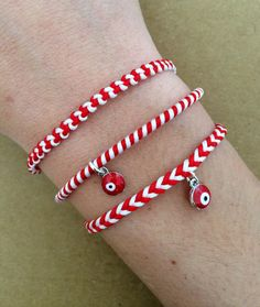 Traditional red and white spiral 'Martis' charm bracelet with Evil eye - March bracelet, spiral, macrame, adjustable Macrame Bracelet Patterns, Macrame Bracelets, Braided Bracelets, Handmade Bracelets, Japanese Ornaments, Hamsa, Evil Eye Bracelet, Meaningful Gifts, Handmade Decorations