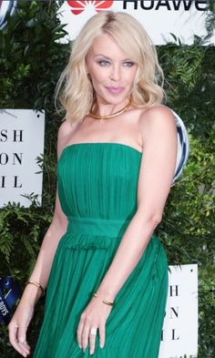 Kylie Minogue: One For The Boys Fashion Ball 2016 Lovely Dresses, Beautiful Outfits, Formal Dresses, Kylie Minogue Hair, Kylie Minouge, Famous Musicals, Doctor Who Companions, Showgirls, Best Actress