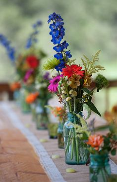 Design your garden wedding with brightly colored flowers!