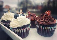čokoládové cupcakes se šlehačkou Cupcakes, Desserts, Food, Tailgate Desserts, Cupcake Cakes, Deserts, Essen, Postres, Meals