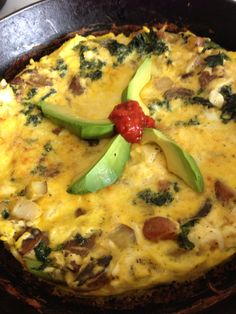 castIron mushroom & veggie Frittata with avocado || #COLOReats @coloreats