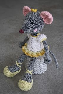 My new life's mission: to make this crochet mouse sweety!!! I LOVE it!!!