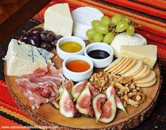 como organizar um jantar Food Platters, Cheese Platters, Cheese Appetizers, Appetizer Recipes, Antipasto, Gourmet Recipes, Healthy Recipes, Meat Fruit, Charcuterie And Cheese Board