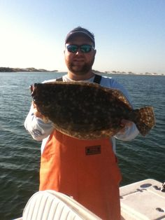 Summer Flounder are a very tasty fish highly sought after by anglers. This article will help the reader increase his catch. Includes tips on where to look for flounder, gear, tackle and baits. Fly Fishing Tips, Surf Fishing, Best Fishing, Saltwater Fishing, Fishing Boats, Fishing Stuff, Fishing Basics, Pike Fishing, Halibut Fishing
