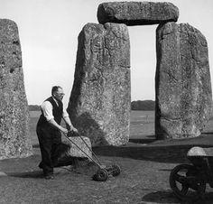 Jardinero en Stonehenge, 1950.