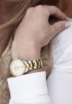 Alpina Comtesse Automatic two-tone with diamonds (wristshot) Woman Watches, World Watch, Elegant Woman, Diamonds, Pairs, How To Wear, Accessories, Women, Fashion