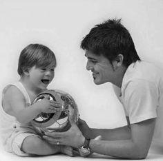 David Villa con una niña con el sindrome de down :D