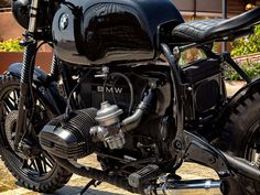 This is a custom motorcycle made by Fran Manen (Lord Drake Kustoms) based on a BMW and in a Cafe Racer and Scrambler style. Custom Bmw, Bmw Cafe Racer, Car And Driver, Scrambler, Drake, Lord, Motorcycle, Style, Motorbikes