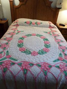 Beautiful Vintage Chenille Bedspread   eBay