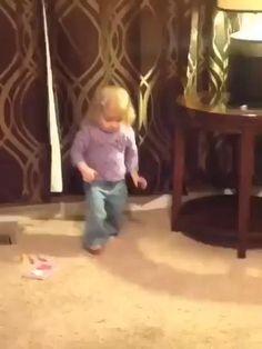 Cute Funny Baby Videos, Crazy Funny Videos, Cute Funny Babies, Funny Videos For Kids, Cute Kids, Baby Funny Clips, Funny Baby Gif, Funny Baby Memes, Funny Vidos