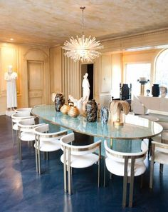 Interior Design Ideas for a glamorous Dining Room! www.bocadolobo.com  www.moderndiningtables.net #oval #ovaldiningroom #blackdiningroom #blackdecorideas #blackdecoration #diningroom #designlimitededition #disegnideas #decorationideas #decorideas #design #homedesign #interiordesign #interiordecorationideas #moderndiningtables #modernideas #diningtablesideas