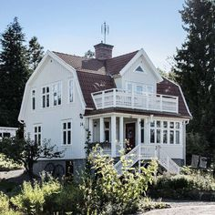 The gambrel roof of my dreams Swedish House, House Extensions, Scandinavian Home, House Layouts, White Houses, House Goals, Hygge, Old Houses, Future House