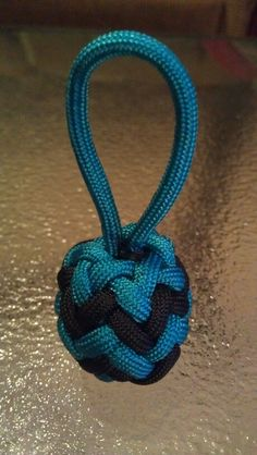Paracord pineapple knot