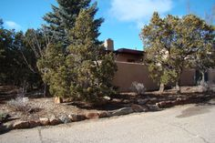 Spring Special - Book this wonderful Santa Fe property for one week and get a 10% discount on the rental rate.