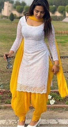 Patiala Suit Designs, Salwar Designs, Kurta Designs Women, Kurti Designs Party Wear, Indian Fashion Dresses, Dress Indian Style, Indian Designer Outfits, Punjabi Fashion, Stylish Dresses For Girls