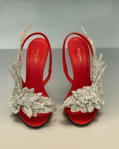 Women's Fashion High Heels : Balenciaga Slash Sandals Dream Shoes, Crazy Shoes, Me Too Shoes, Pumps, Stilettos, Pretty Shoes, Beautiful Shoes, Bridal Shoes, Wedding Shoes