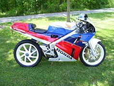 Honda RC30 - First single swing arm I ever saw.