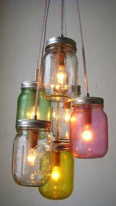 Estas ideas para reciclar botellas de vidrio y decorar tus espacios no te dejarán indiferente con piezas geniales que cualquiera puede hacer