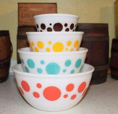 Hazel Atlas Fire king Pyrex  4 piece Polka Dot Mixing Bowl Set 1950's