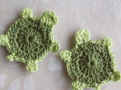 Crochet turtle appliqué pattern:  http://debs1967.blogspot.com/2009/10/turtle-applique-crochet-pattern-thread.html