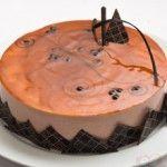 Com delicioso aroma escocês, a Torta Trufada de Whiskey combina com todas as ocasiões, deixando a mesa mais requintada.  http://xamegobom.com.br/receita/torta-trufada-de-whiskey/
