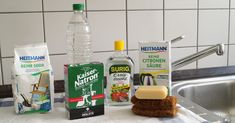 Home remedies instead of cleaning agents: soda, baking soda, vinegar, citric acid, core soap - Hausmittel Diy Cleaning Products, Cleaning Hacks, Baking Soda Vinegar, Green Cleaning, Home Remedies, Natural Health, Household, Health Fitness, Homemade