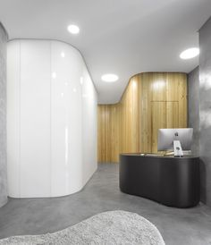Dr Derm Dermatology Clinic, Estoril, Portugal/   A grey appearance in microcementcoats the walls, doors, and closets conferring a homogeneous and continuous perception.